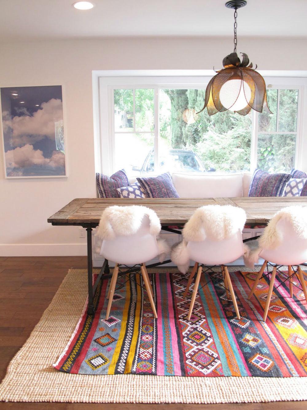 comedor con alfombra base de sisal