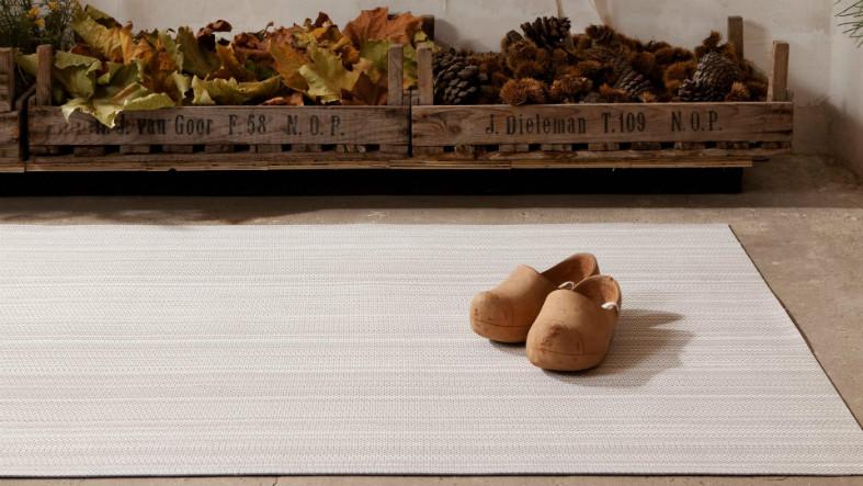 Alfombras mas bajo alfombra para camineros alfombras y for Alfombras persas online
