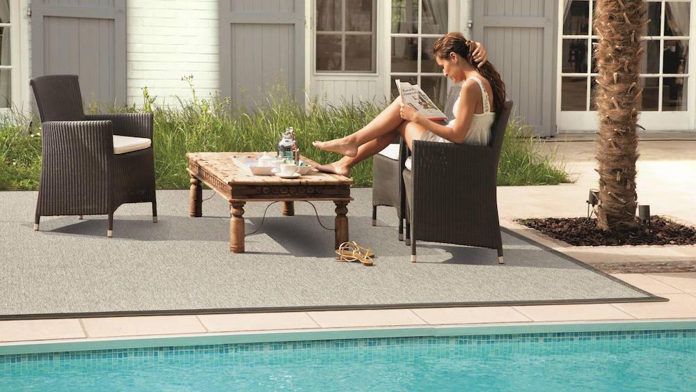piscina con alfombra
