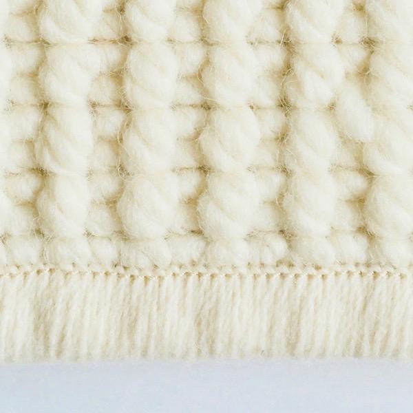 FEST (remate de aproximadamente 2 cm de hilo cosido 100% lana.)